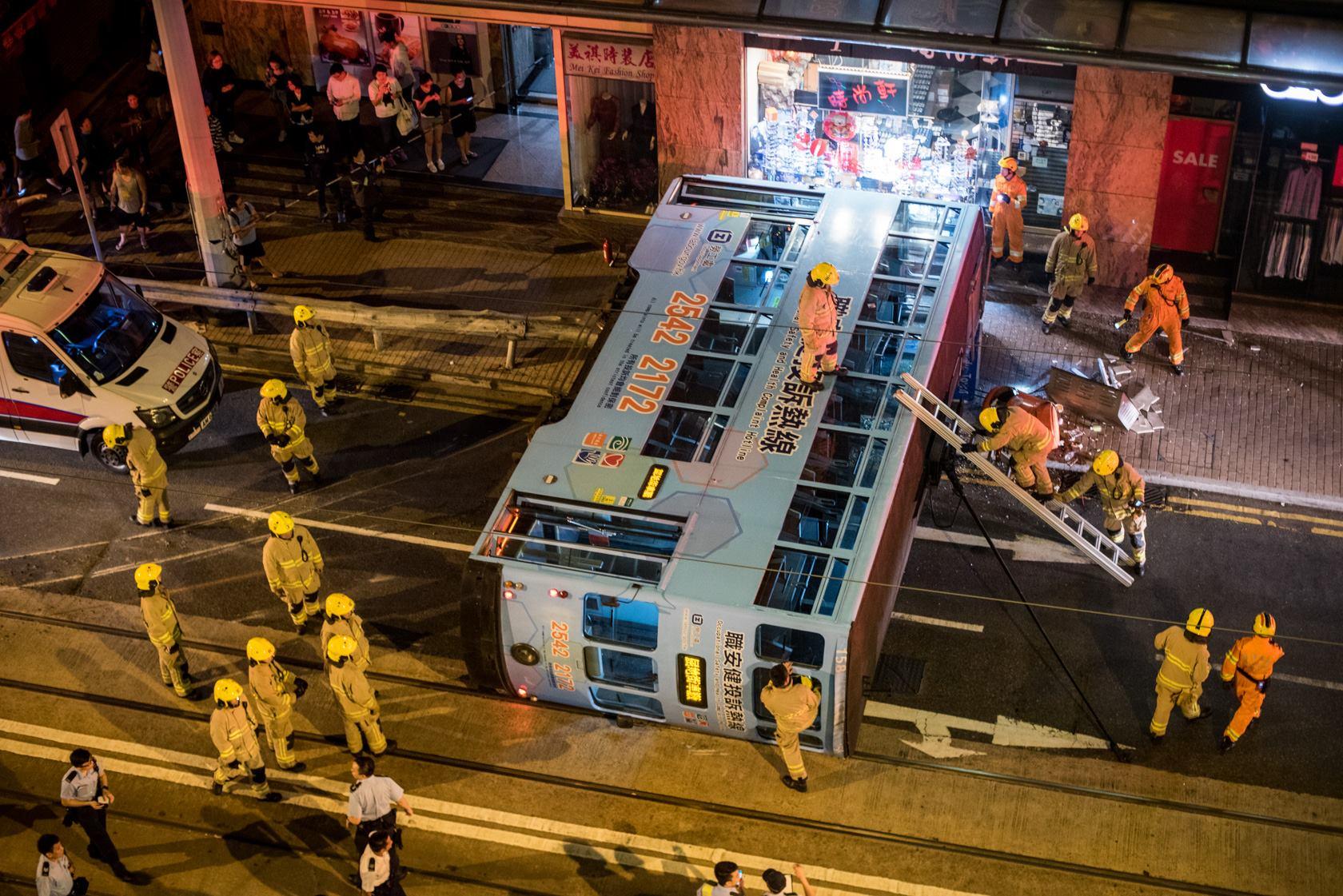 石塘咀電車翻側 幸未造成大災難